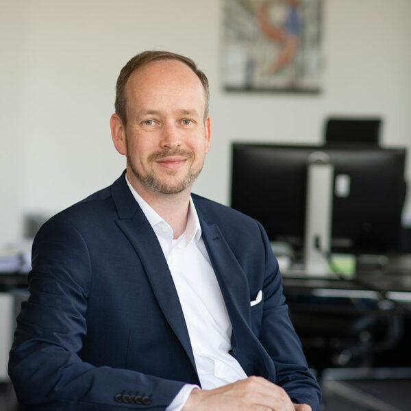 CEO Martin Wibbe im Materna-Office